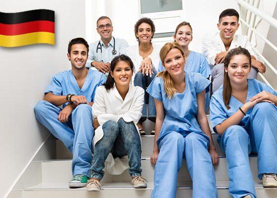 Echipa medicală tânără