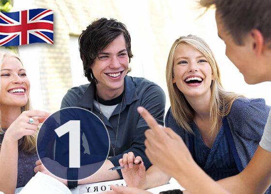 Tinerii de la masă râd și numărul 1