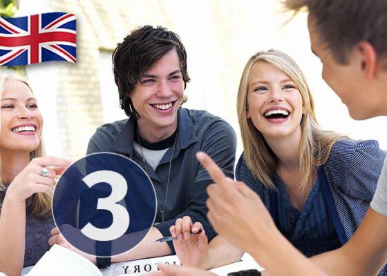 Tinerii de la masă râd și numărul 3